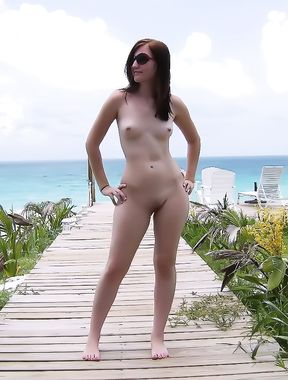 All boats want to come check out this nude hottie