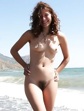 amateur girl nudist at beach