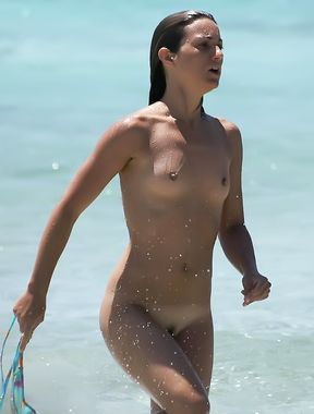 Exhibitionist Wife Teasing Nude Beach Voyeurs Next To Hubby!