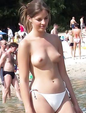 """Varii """"topless""""-uri de la Mamaia"""