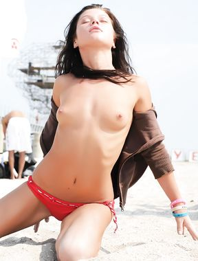 Topless Wife: Mw Wife At The Beach